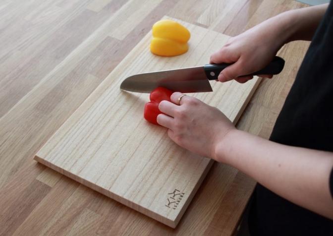 伝統工芸士がつくる桐まな板